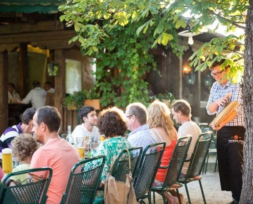 Hammerwirt in Oberalm, nahe Hallein. Unser Gastgarten ist das Highlight im Sommer.